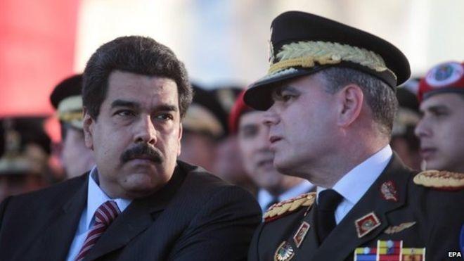 Bộ trưởng Quốc phòng Venezuela Vladimir Padino (phải) và Tổng thống Nicolas Maduro (Ảnh: BBC)