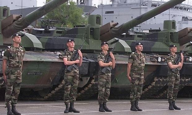 Binh sĩ Pháp tại căn cứ Hải quân Toulon. (Ảnh: The Guardian)