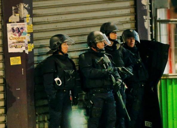 Cảnh sát Pháp phong tỏa khu vực xảy ra vụ nổ súng. (Ảnh:Reuters)