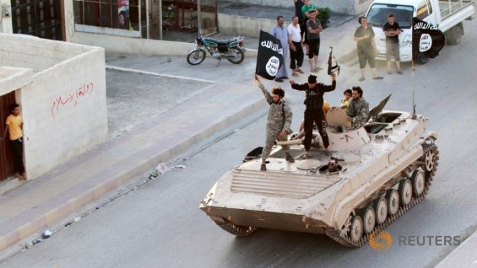 Một phiến quân thuộc tổ chức Nhà nước Hồi giáo. (Ảnh:Reuters)