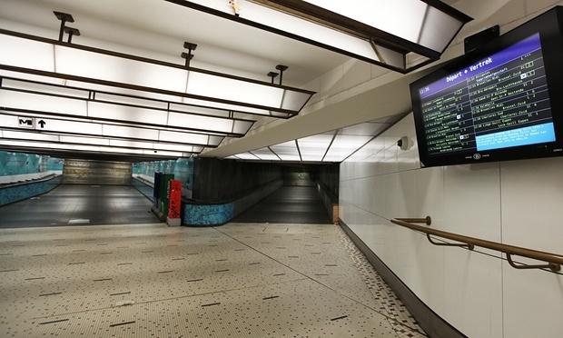 Hệ thống tàu điện ngầm tại thủ đô Brussels, Bỉ đã bị đóng cửa hôm thứ 7. (Ảnh:Guardian)