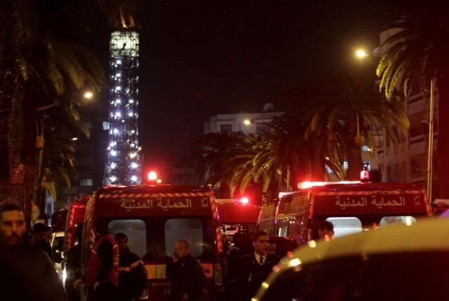 Cảnh sát và xe cứu thương tại hiện trường vụđánh bom. (Ảnh:Reuters)