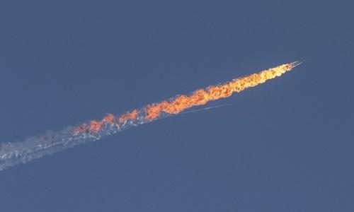 Chiến đấu cơ Su-24 của Nga bị F-16 của Thổ Nhĩ Kỳ bắn hạ.  (Ảnh: Anadolu Agency)