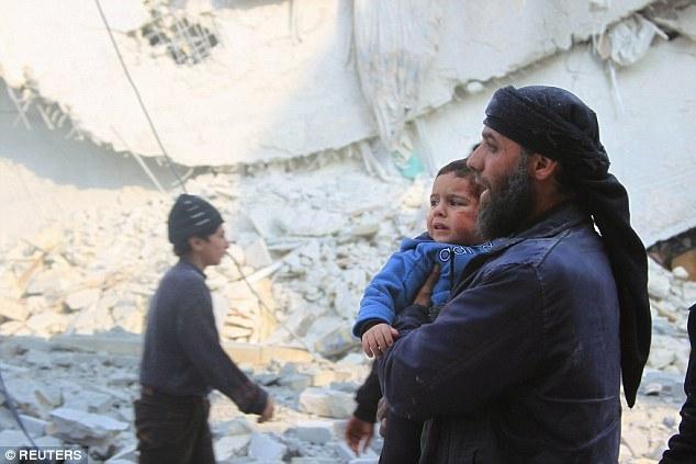 Máy bay phản lực của Nga và Syria tiến hành các cuộc không kích ở Aleppo và Idlib. (Ảnh:Reuters)