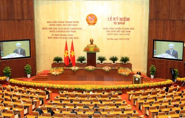 Lãnh đạo Đảng, Nhà nước qua các thời kỳ và dông đảo bạn bè quốc tế cùng tham dự lễ kỷ niệm 70 năm ngày Tổng tuyển cử đầu tiên của Việt Nam.