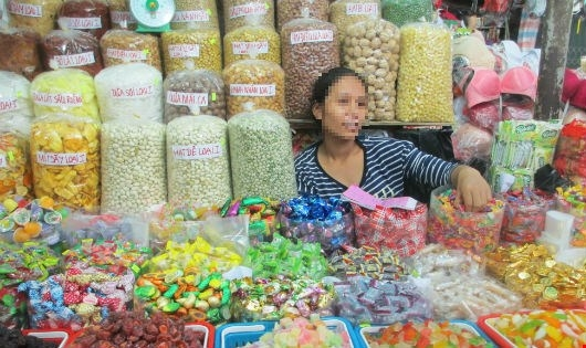Hàng hóa không rõ nguồn gốc bày bán khắp các chợ trên địa bàn TP Huế.