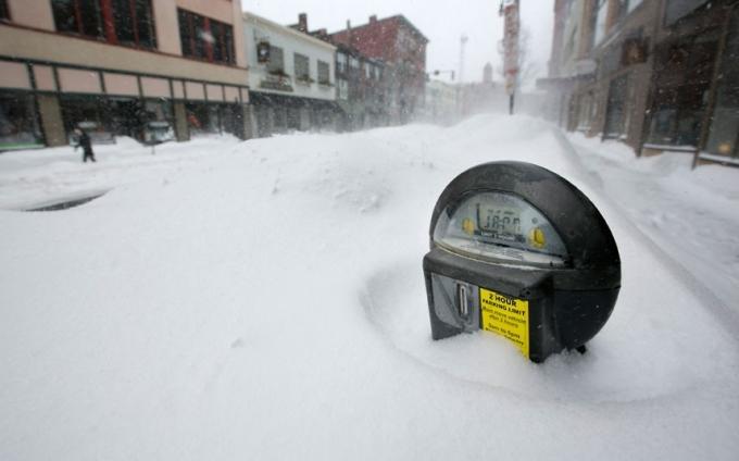 TạiNew York, tuyết phủ dày khoảng 68 cm. (Ảnh:AP)