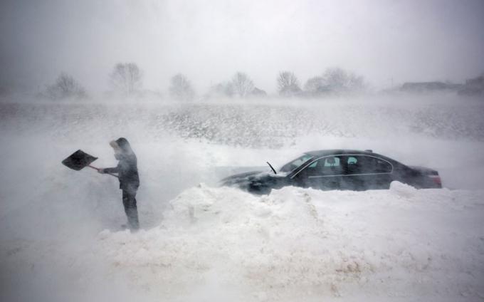 Bão tuyết khiến giao thông gián đoạn, tê liệt. (Ảnh:AP)