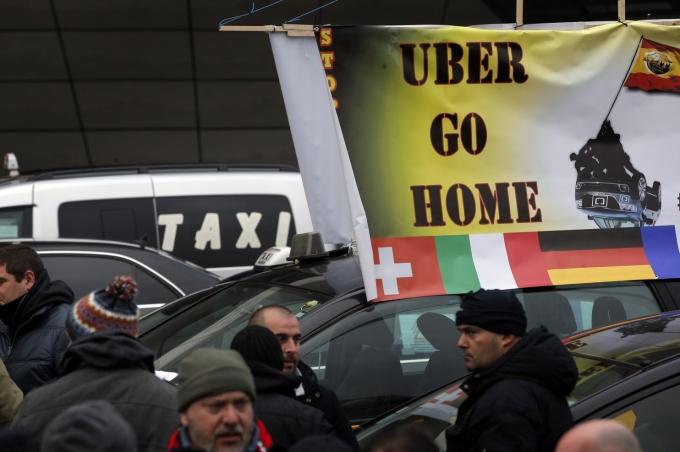 Cuộc đình công, biểu tình khiến giao thông Pháp bị ngưng trệ.