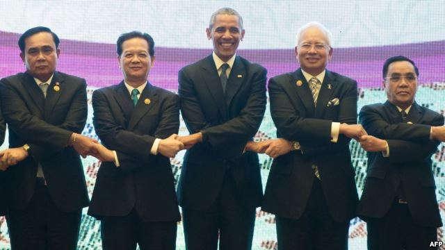 Tổng thống Mỹ Barack Obama chụp ảnh với các nhà lãnh đạo ASEAN tại Kuala Lumpur, Malaysia hồi tháng 11/2015 (Ảnh: AFP)