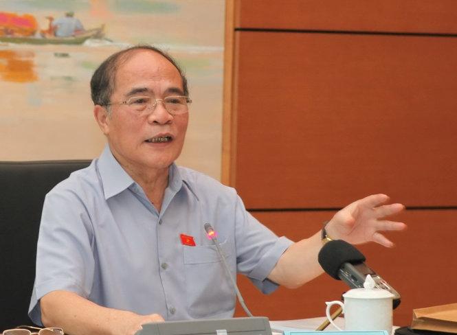 Chủ tịch Quốc hội Nguyễn Sinh Hùng phát biểu tại cuộc họp.