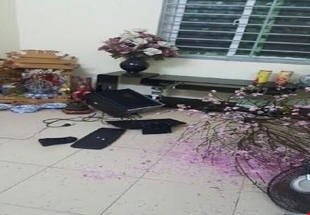 Đồ đạc gia đình chị Mai bị các đối tượng đập phá.