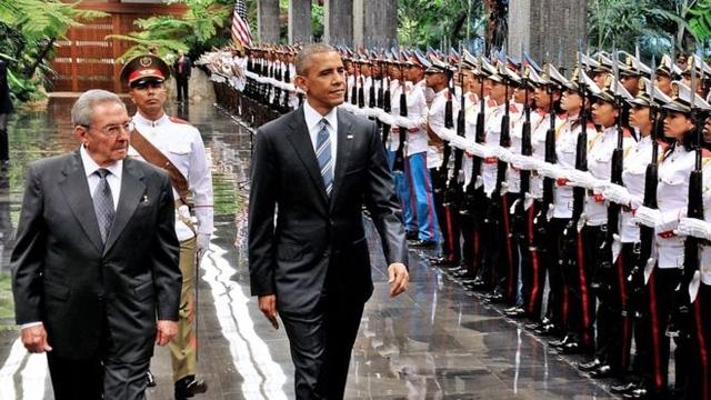 Ông Obama duyệt đội danh dự tại Cung điện Cách mạng ở thủ đô La Habana (Ảnh: AFP)