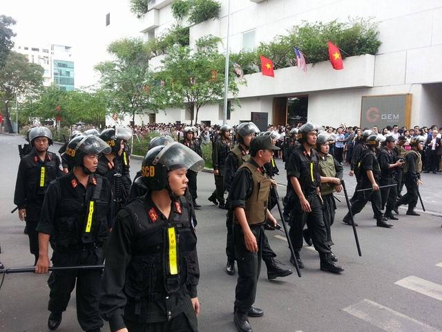 Cảnh sát, lực lượng an ninh kiểm tra nghiêm ngặt khu vực GEM. (Ảnh: Dân trí)