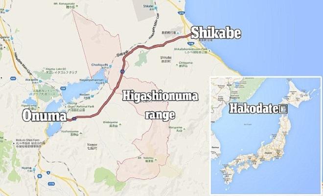 Yamato bị bố mẹ đuổi xuống xe ở Hakodate, vùng núi Higashionuma nằm giữa Shikabe và Onuma. Cậu bé vẫn tỉnh táo lúc được tìm thấy, hỏi xin nước uống, bánh mỳ và cơm nắm. (Đồ họa:Guardian)