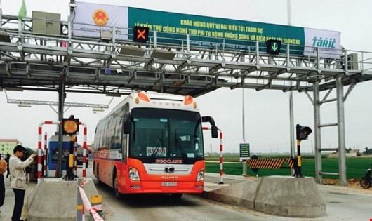 Trạm thu phí không dừng thuộc Dự án BOT QL1 đoạn qua Quảng Bình do Tasco đầu tư.