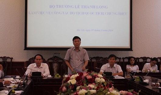 Bộ trưởng Bộ Tư pháp Lê Thành Long phát biểu tại buổi làm việc.