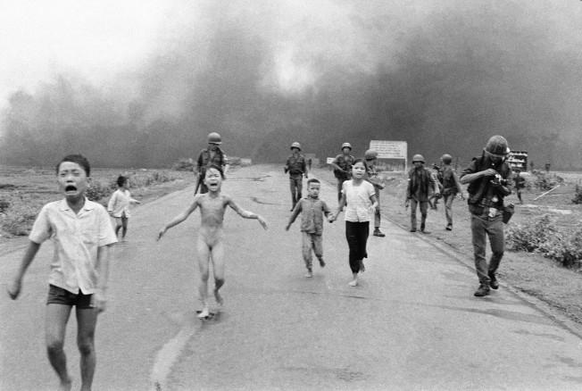 """Bức ảnh """"Em bé Napalm"""" được chụp tại Việt Nam năm 1972."""