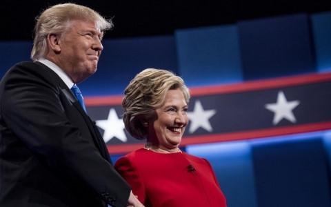 Ông Trump và bà Clinton đã có một cuộc tranh luận được cho là rất gay cấn nhưng vẫn giữ lại những