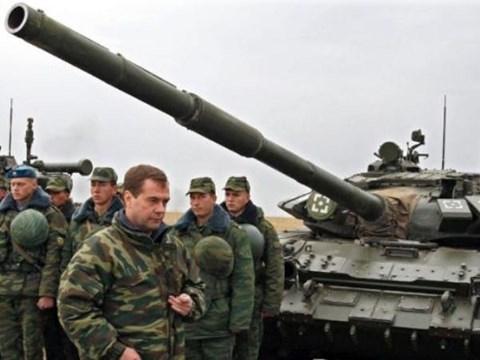 Mỹ tuyên bố cứng rắn, Nga... bất chấp