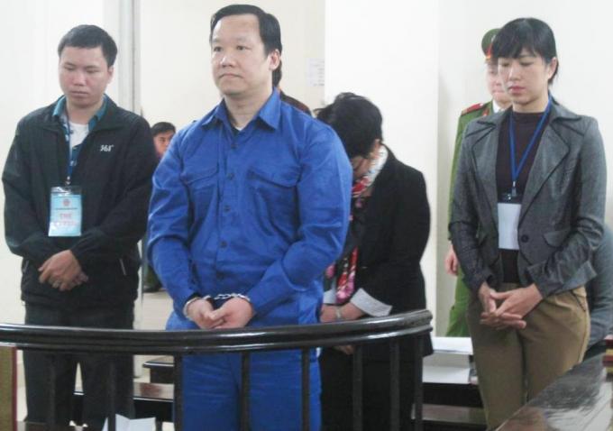 Bị cáo Hoàng Minh Hiệp và các đồng phạm tại tòa.