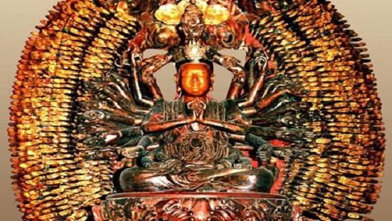Bức tượng Phật nghìn mắt nghìn tay cao và nặng mà kẻ gian vẫn lấy cắp một cách dễ dàng.