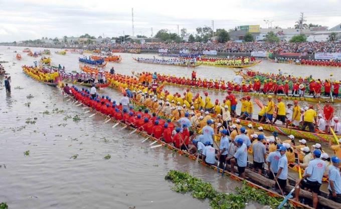 Festival Ghe Ngo Sóc Trăng là lễ hội truyền thống lớn nhất của đồng bào Khmer nói riêng và khu vực Nam Bộ nói chung.