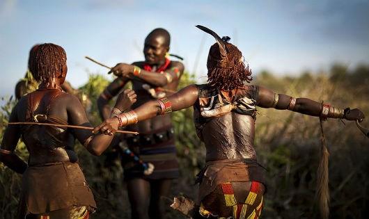Những vết thẹo trên lưng người phụ nữ của Bộ tộc Hamar.