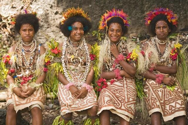 Những người phụ nữ xinh đẹp của hòn đảo Trobriand, Papua New Guinea.