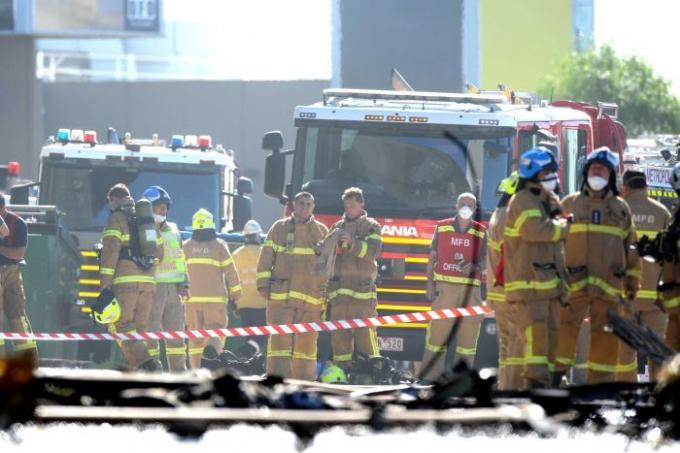 Lực lượng cứu hỏa đã có mặt tại hiện trường để tham gia chữa cháy.