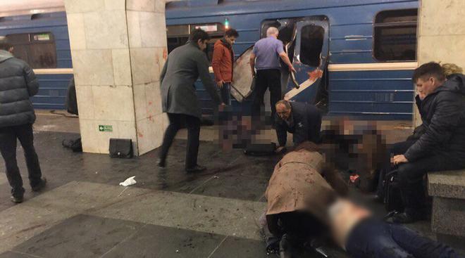 Người bị thương nằm la liệt tại hiện trường.