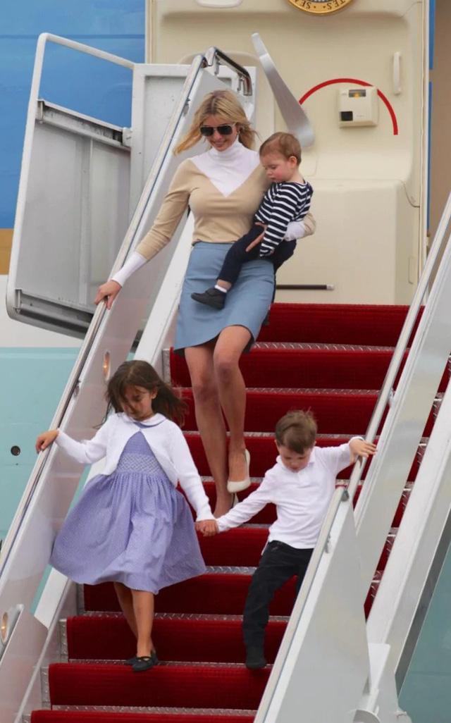 Con gái Tổng thống Trump, Ivanka, cũng tới Florida để dự cuộc hội đàm với tư cách cố vấn cấp cao của Tổng thống. (Ảnh: Telegraph)