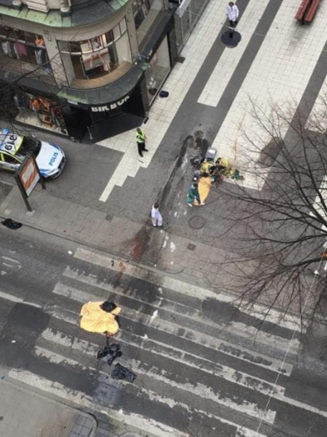 Khủng bố bằng xe tải tại thủ đô Thụy Điển, ít nhất 4 người chết