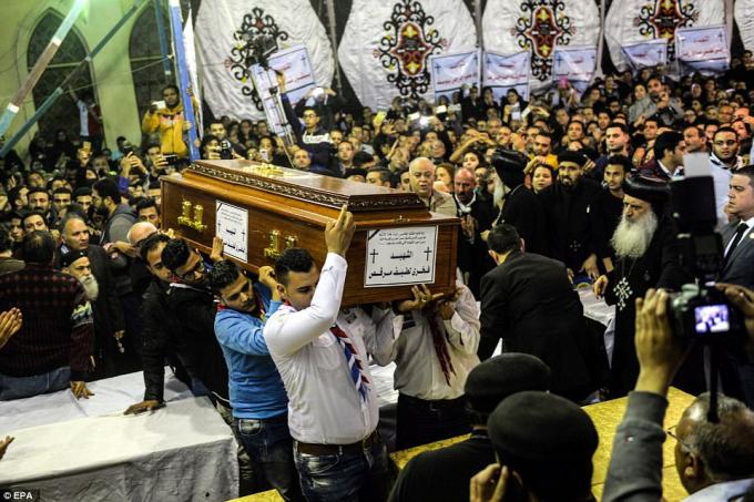 Đánh bom tự sát tại Ai Cập: Hàng ngàn người đau xót bên quan tài người thân