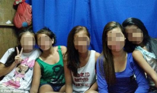 Những kẻ ấu dâm có thể lựa chọn các bé gái trong độ tuổi từ 11 đến 17 tuổi.