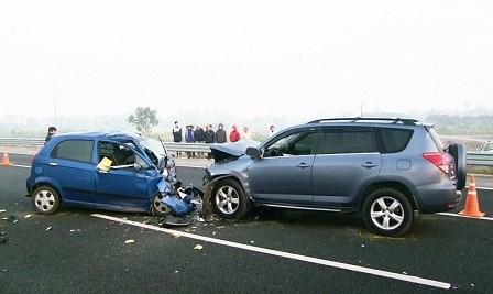 Hiện trường vụ tai nạn trên cao tốc Hà Nội - Thái Nguyên do tài xế Ngô Văn Sơn điều khiển ôtô 7 chỗ chở 10 người chạy lùi trên cao tốc khiến 4 người tử vong, 6 người bị thương nặng.