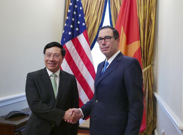 Phó Thủ tướng,Bộ trưởng Bộ Ngoại giao Phạm Bình Minh và Bộ trưởng Tài chính Steven Mnuchin (Ảnh: Bộ Ngoại giao Việt Nam)