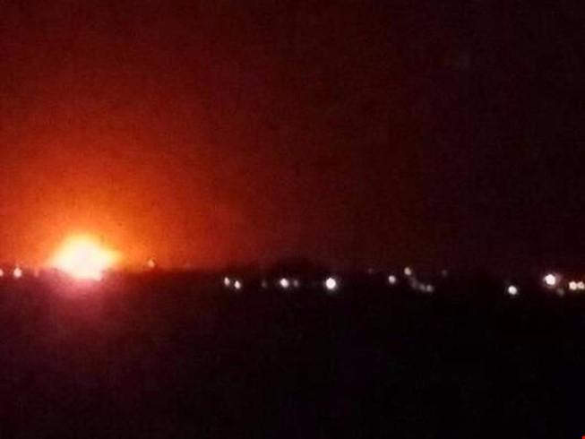 Có tổng cộng 5 vụ nổ đã xảy ra gần sân bay quốc tế Damascus vào sáng sớm ngày 27/4. (Ảnh: Twitter)
