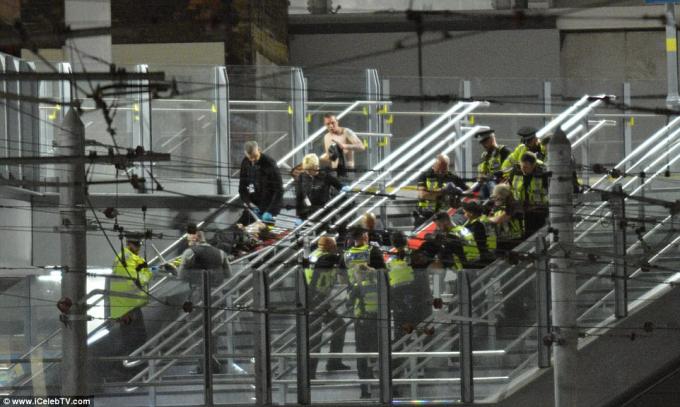 Vụ nổ bom xảy ra tạinhà thi đấu Manchester Arena khi ngôi sao nhạc pop người Mỹ Ariana Grande có chương trình biểu diễn tại đây.