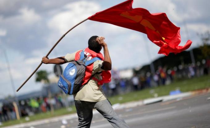 Chùm ảnh: Biểu tình, bạo động tại Brazil