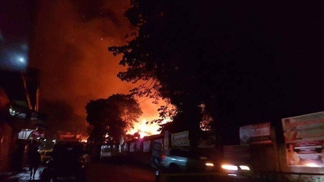 Một trường học ở Marawi bị phiến quân Maute đốt phá. (Ảnh: Rappler)