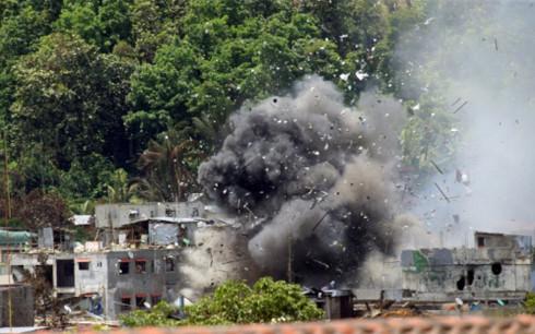 Khói đen bốc lên sau một cuộc giao tranh giữa quân đội Philippines và phiến quân ở miền Nam nước này. (Ảnh minh họa: Reuters)