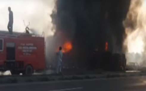 Cháy xe bồn ở Pakistan. Ảnh: YouTube.