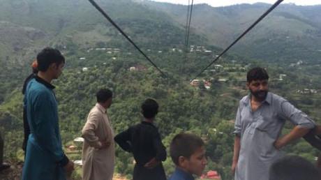 Đứt cáp treo khiến ít nhất 12 người chết tại Pakistan. (Ảnh: Express)