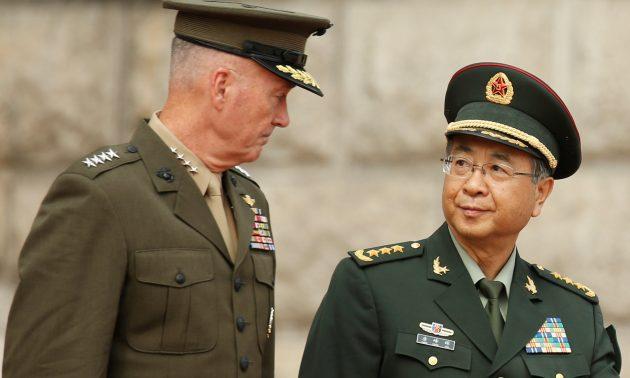 Chủ tịch Hội đồng Tham mưu trưởng liên quân Mỹ Joe Dunford và người đồng cấp Trung Quốc Fang Fenghui.