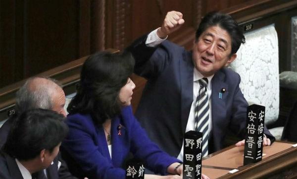 Ông Shinzo Abe ngày 1/11 đã tái đắc cử Thủ tướng Nhật Bản. (Ảnh: AP)
