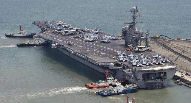 Tàu sân bay năng lượng hạt nhân USS George Washington của Mỹ.(Ảnh: AFP)