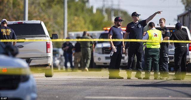 Ngay lập tức cảnh sát đã có mặt và phong tỏa hiện trường.
