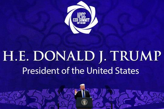 Tổng thống Donald Trump phát biểu tại Hội nghị Thượng đỉnh Doanh nghiệp APEC. (Ảnh: Reuters)