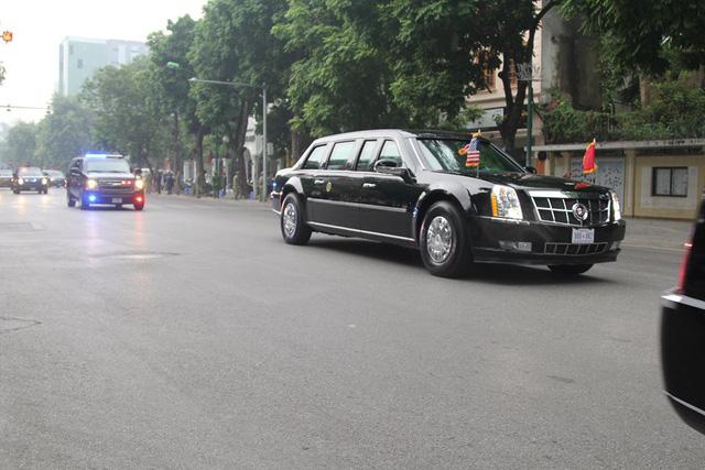 Đoàn xe Cadilac One di chuyển tới Phủ Chủ tịch.